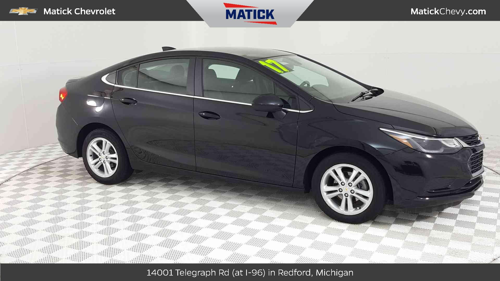 Pre-Owned 2017 Chevrolet Cruze Sedan LT (Automatic)