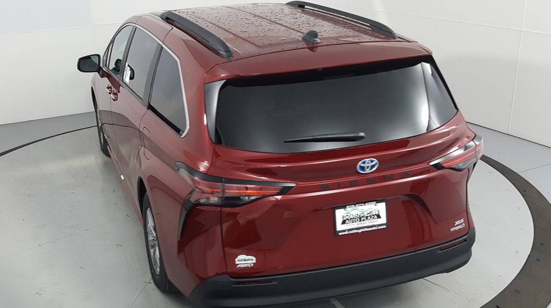 2021 Toyota Sienna 4D Passenger Van